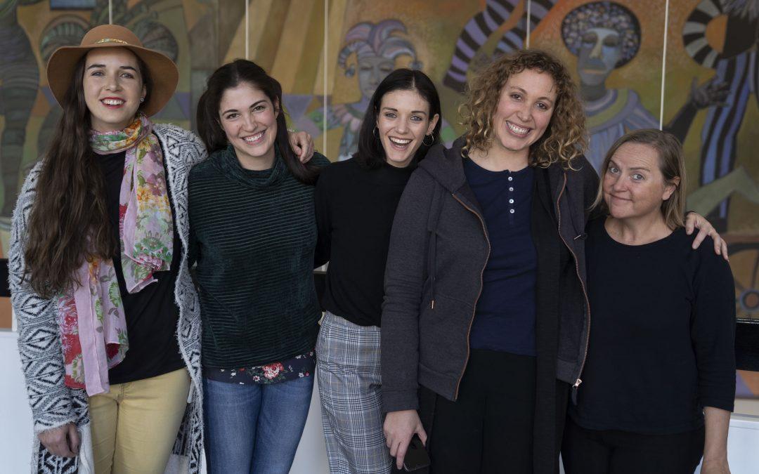 Ses oud-Oranje aktrises verenig op feesverhoë